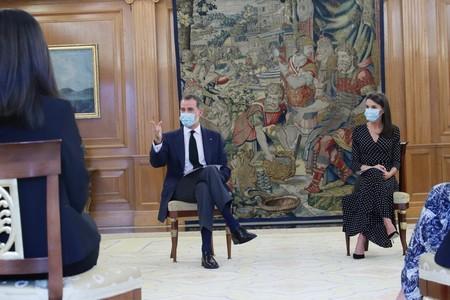 La reina Letizia abandona la sobriedad más absoluta y apuesta por un vestido de lunares mucho más primaveral