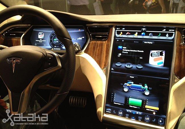 Pantalla táctil Tesla Model S CES 2012