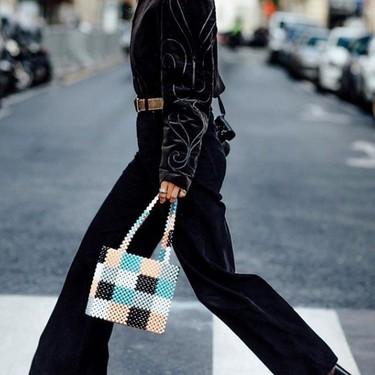 Este es el sorprendente bolso que ha triunfado en el street style de Nueva York (sí, es de abalorios y ya está agotado)