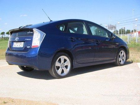 Toyota_prius_3G_azul_trasera