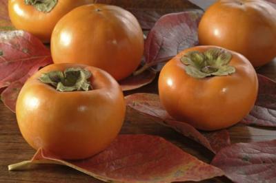 Caqui: una fruta de temporada ideal para quienes sufren hipertensión o buscan cuidar el corazón