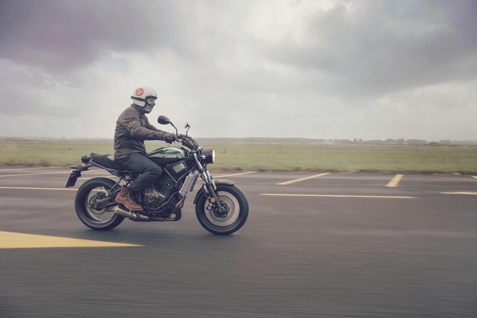 Foto de Yamaha XSR700 en acción y detalles (4/41)