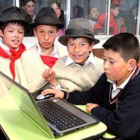 310 escuelas ubicadas en zonas afectadas por el conflicto armado contarán con paneles solares