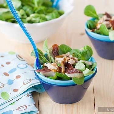 Ensalada de canónigos, jamón de pato y perdiz escabechada, receta fácil, rápida y nutritiva