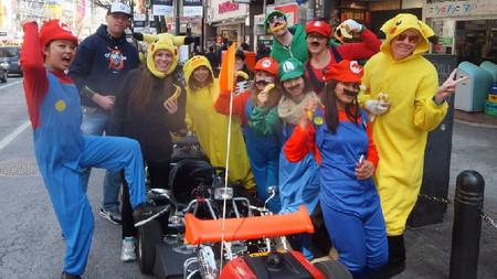 Organizan carrera tipo Mario Kart en las calles de Japón