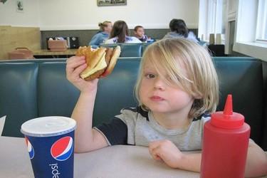 ¿Son satisfactorios los menús infantiles de los restaurantes?