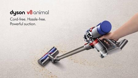 Esta aspiradora sin cables Dyson V8 Animal es ideal para luchar contra el pelo de mascotas y en el Black Friday la tienes por 70 euros menos