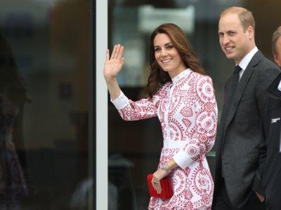 Kate Middleton nos ofrece su lado más folclórico con un Alexander McQueen estampado