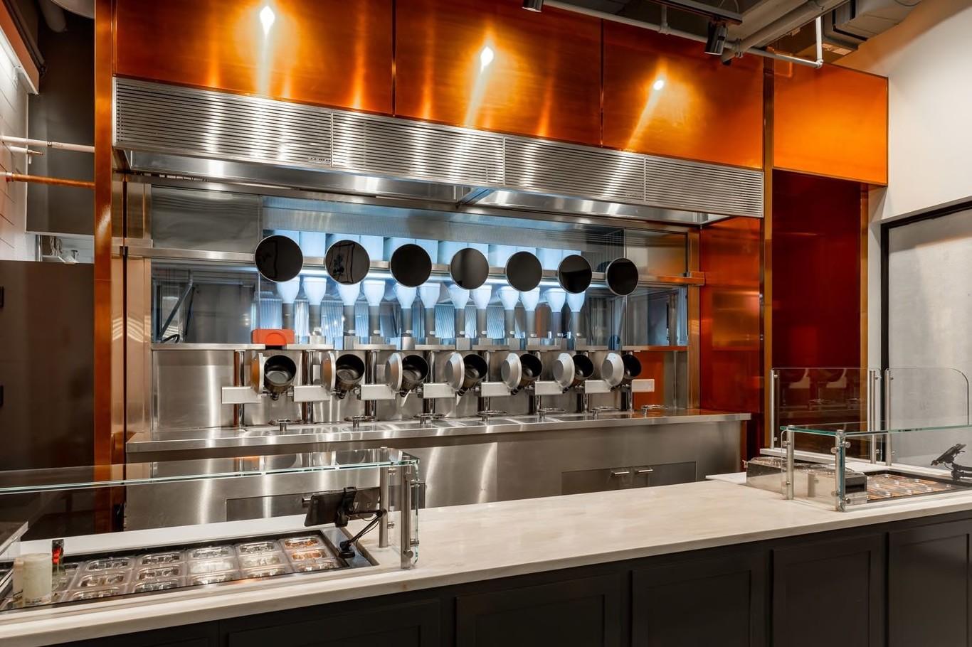 Así es Spyce, el restaurante semi automatizado donde los robots han sustituido a los chefs
