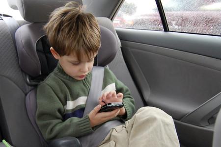 Niños sin acompañantes en Uber y Cabify: las empresas lo prohíben, pero los conductores lo hacen