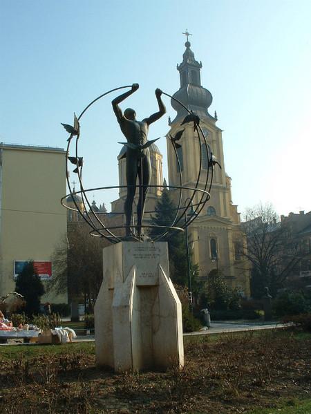 escultura luomo en sarajevo