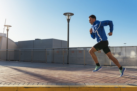 Sobrecarga en los gemelos al correr: así puedes prevenirla