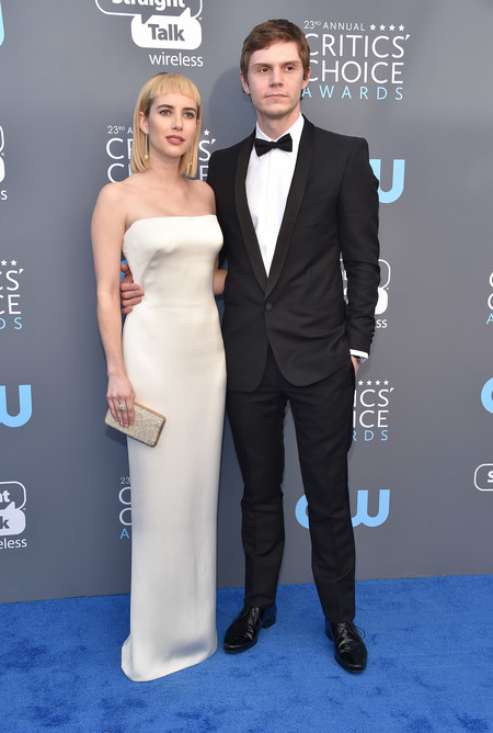 emma roberts critics choice awards alfombra roja