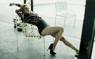 El estilo ladylike de Scarlett Johansson para 2010 en Harper's Bazaar