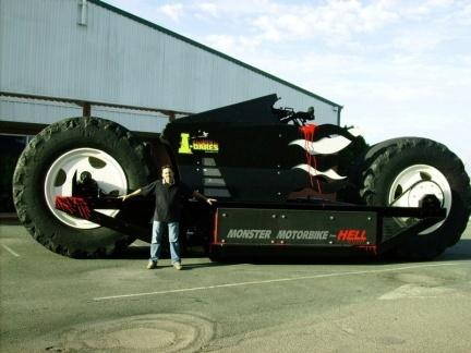 Monster bike from hell (Moto monstruosa del infierno)