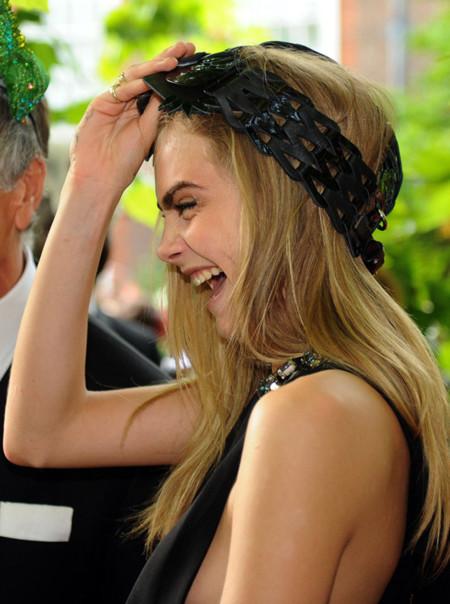 El show de Cara Delevingne no para ni con la realeza en la fiesta de Elephant Family