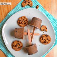 Paletas heladas sabor galletas con chispas de chocolate. Receta para niños
