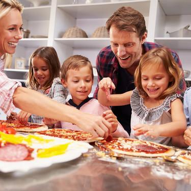 19 recetas de pizzas caseras para hacer con niños y disfrutar de un divertido plan en familia