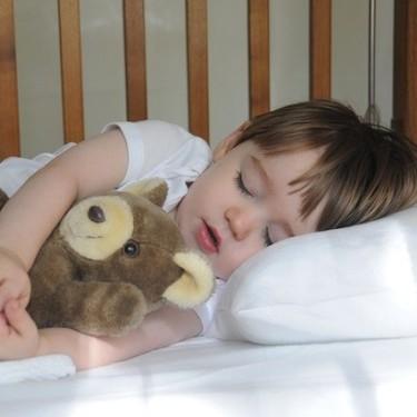 El hospital Niño Jesús matizará su guía sobre el sueño del bebé, pero las explicaciones tampoco convencen