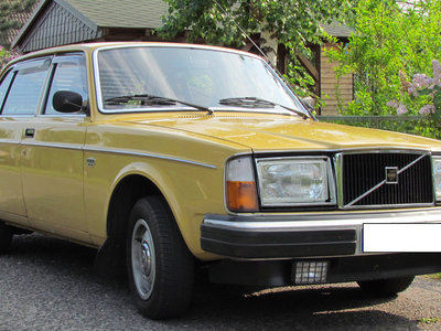 Volvo 244 DLS, Volkswagen Golf, Mazda 323 y salchichas de Turingia: así se motorizó Berlín Este