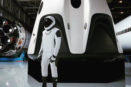 Una nueva imagen del traje espacial de SpaceX nos muestra esa mezcla de funcionalidad y estética que busca Elon Musk