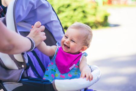 Alquilar en destino cunas y sillitas de paseo para niños: una solución práctica en los viajes familiares