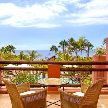 144 habitaciones y suites con vistas al mar distribuidas en pequeñas casitas: The Ritz-Carlton, Abama