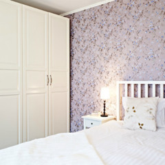 dormitorio-nordico-con-pared-de-flores
