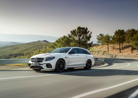 Video: Mira el Mercedes-AMG E63 S Estate y Porsche Panamera Turbo Sport Turismo luchar por cada cm durante 1/2 milla