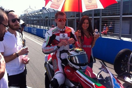Superbikes Australia 2014: Jules Cluzel gana una alocada carrera al sprint en Supersport