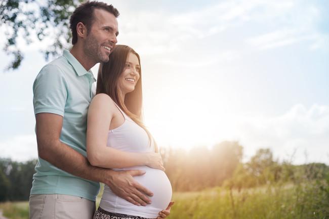 pareja-esperando-un-bebé