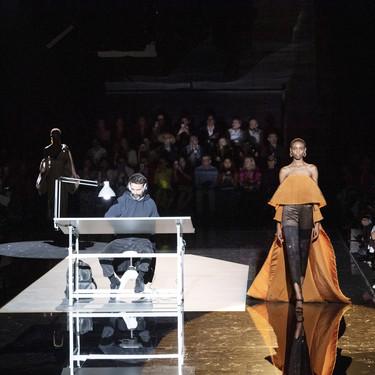 El strass lleva a la costura de Schiaparelli a lo más alto con una colección exquisita y arriesgada a partes iguales