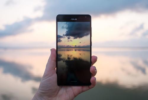 ASUS ZenFone AR, análisis: un todoterreno elegante, pero la realidad aumentada y virtual son un viaje exigente