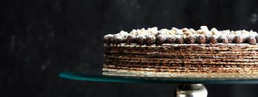 Esta es la tarta de chocolate más fácil del mundo (tanto que tus hijos pueden dar sus primeros pinitos en la cocina )