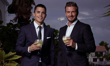 Un whisky escocés convierte en realidad el sueño de Álex González de conocer a David Beckham
