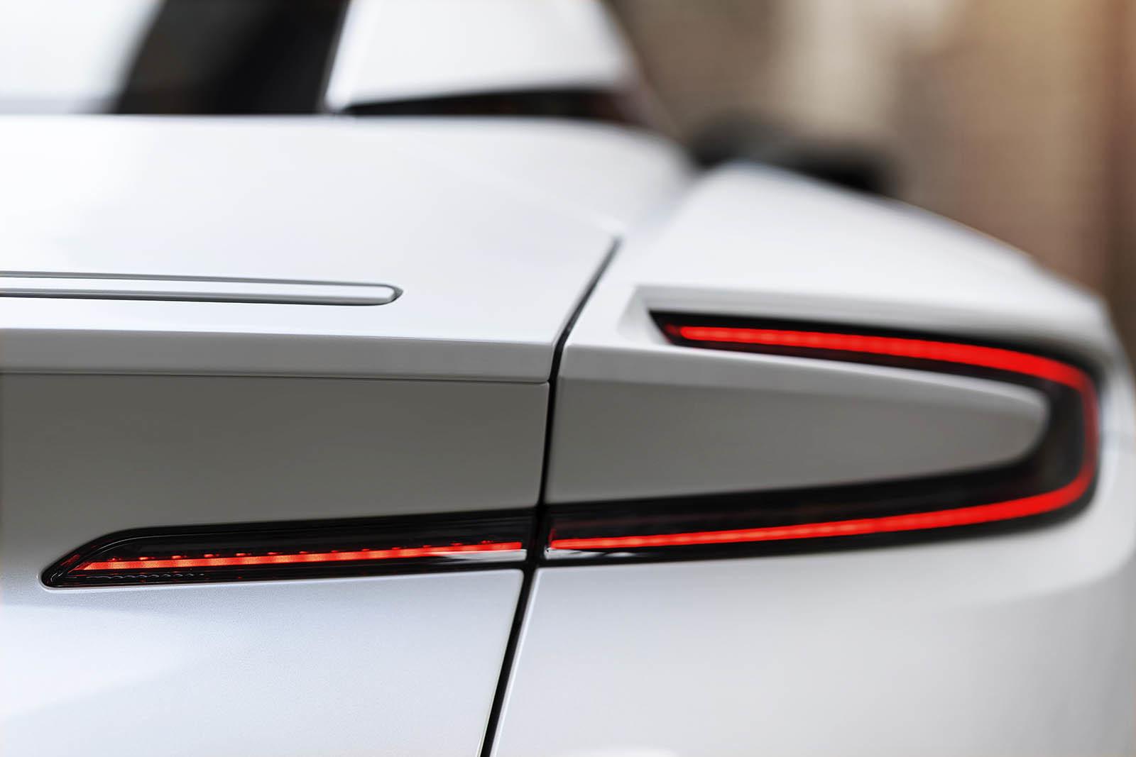 Foto de Aston Martin DB11 V8 (16/21)