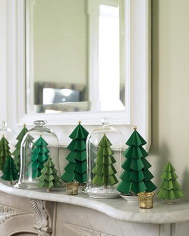 Empezando a decorar la Navidad: árboles de papel