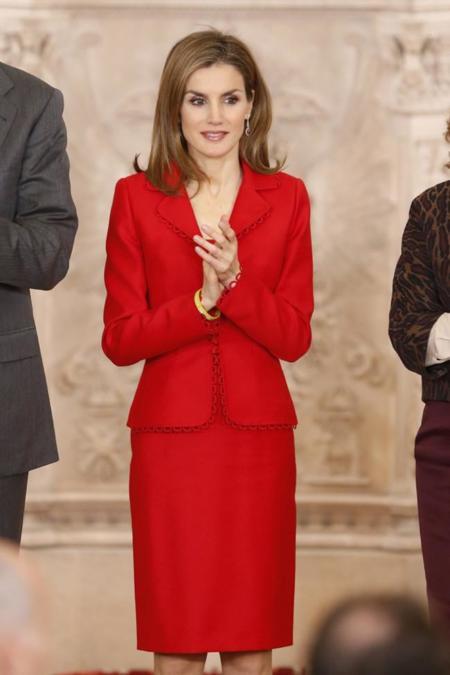 Doña Letizia de rojo en los Premios de la Investigación
