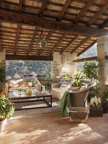 15 caracter sticas que tendr a la casa perfecta en espa a - Azulejos rusticos para patios ...