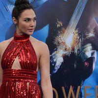 Gal Gadot canaliza el espíritu de WonderWoman en sus estilismos para las premieres de la película