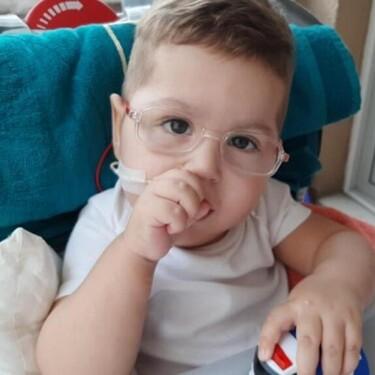 Mert Adrián tiene 18 meses, padece atrofia muscular espinal y necesita el medicamento más caro del mundo antes de su próximo cumpleaños