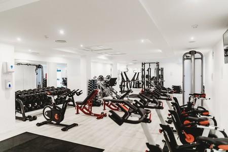 Si eres novato en el gimnasio, aquí tienes una rutina de entrenamiento con máquinas para trabajar todo tu cuerpo