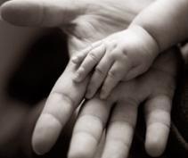 Una ley obliga a los padres a contribuir en la crianza de sus hijos en Aragón