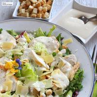 Ensalada César con pollo, versión actual de este plato único ideal para la cena