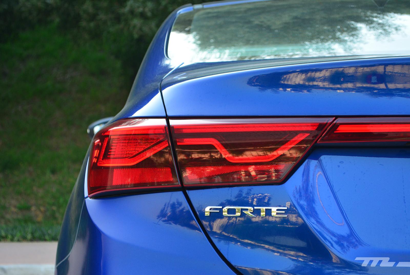 Foto de Comparativa: Mazda 3 2018 vs. KIA Forte vs. Volkswagen Jetta (22/31)
