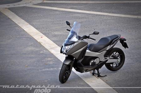 Motorpasión a dos ruedas: prueba Honda Integra, Barcelona pretende anular la convalidación B-A1