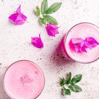 """Cómo hacer Pink latte: el """"café"""" rosa que arrasa en Instagram"""