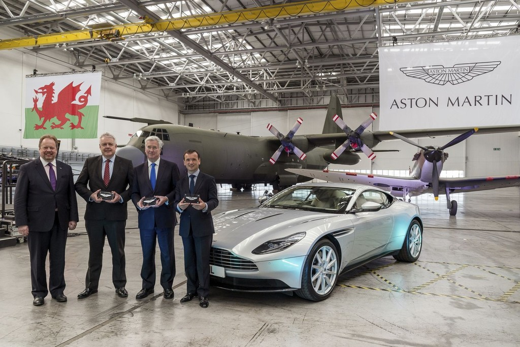 Aston Martin Dbx Factory 1