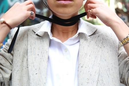 Todo lo que se puede hacer con una sencilla cinta negra. Por Leandra Medine