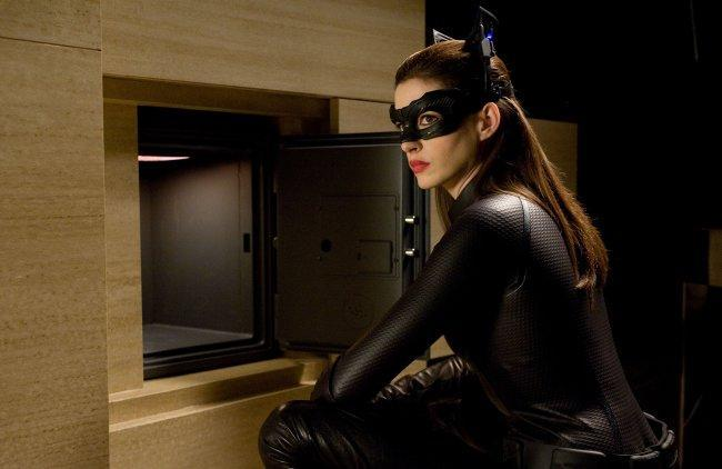 Catwoman también sale en 'El Caballero Oscuro: La Leyenda Renace'